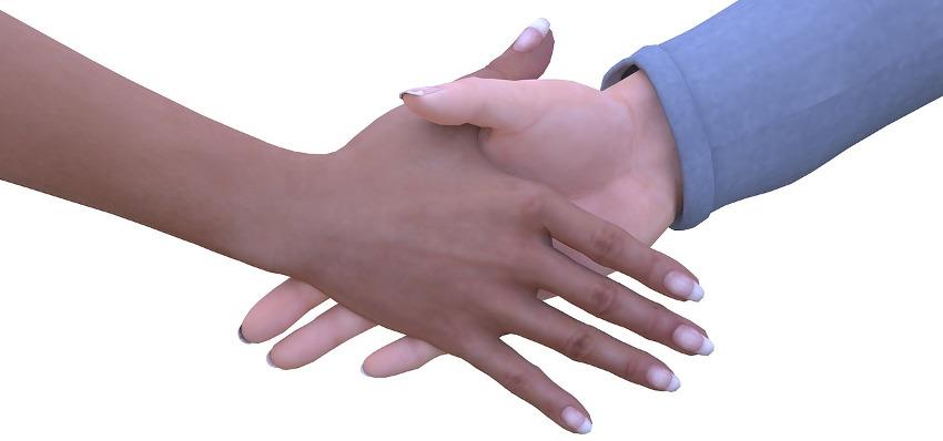 мужская рука пожимает женскую